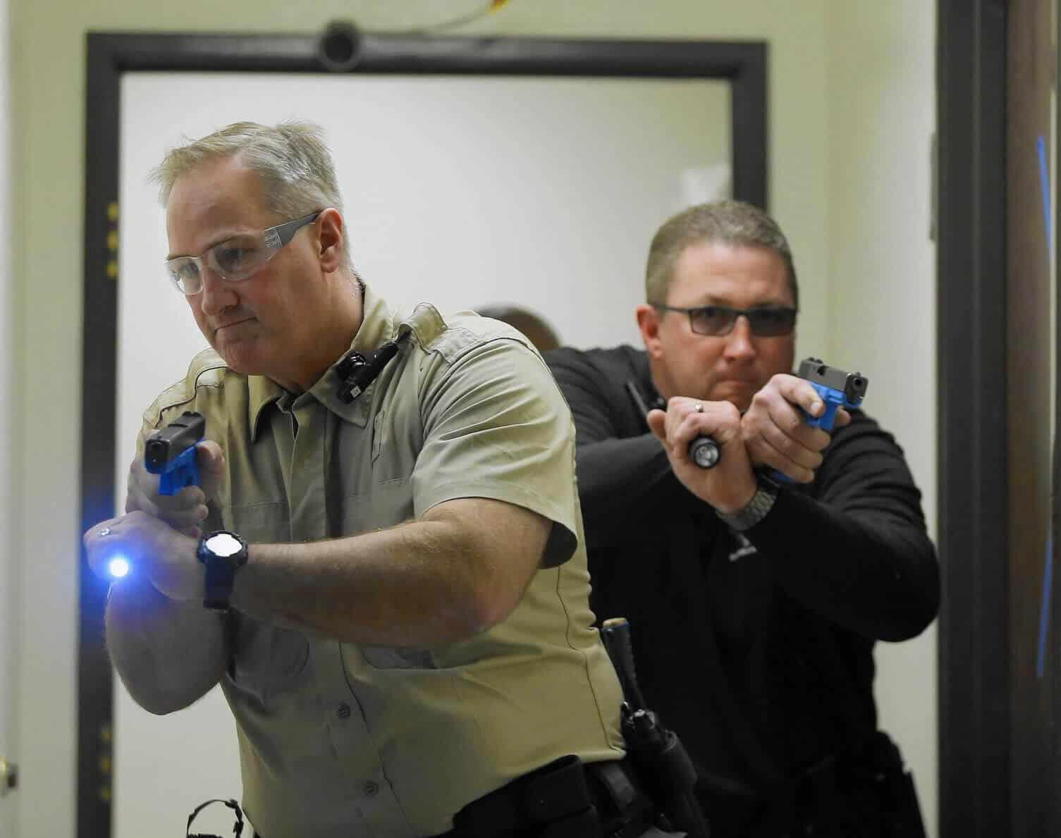 Police de-escalation training response system